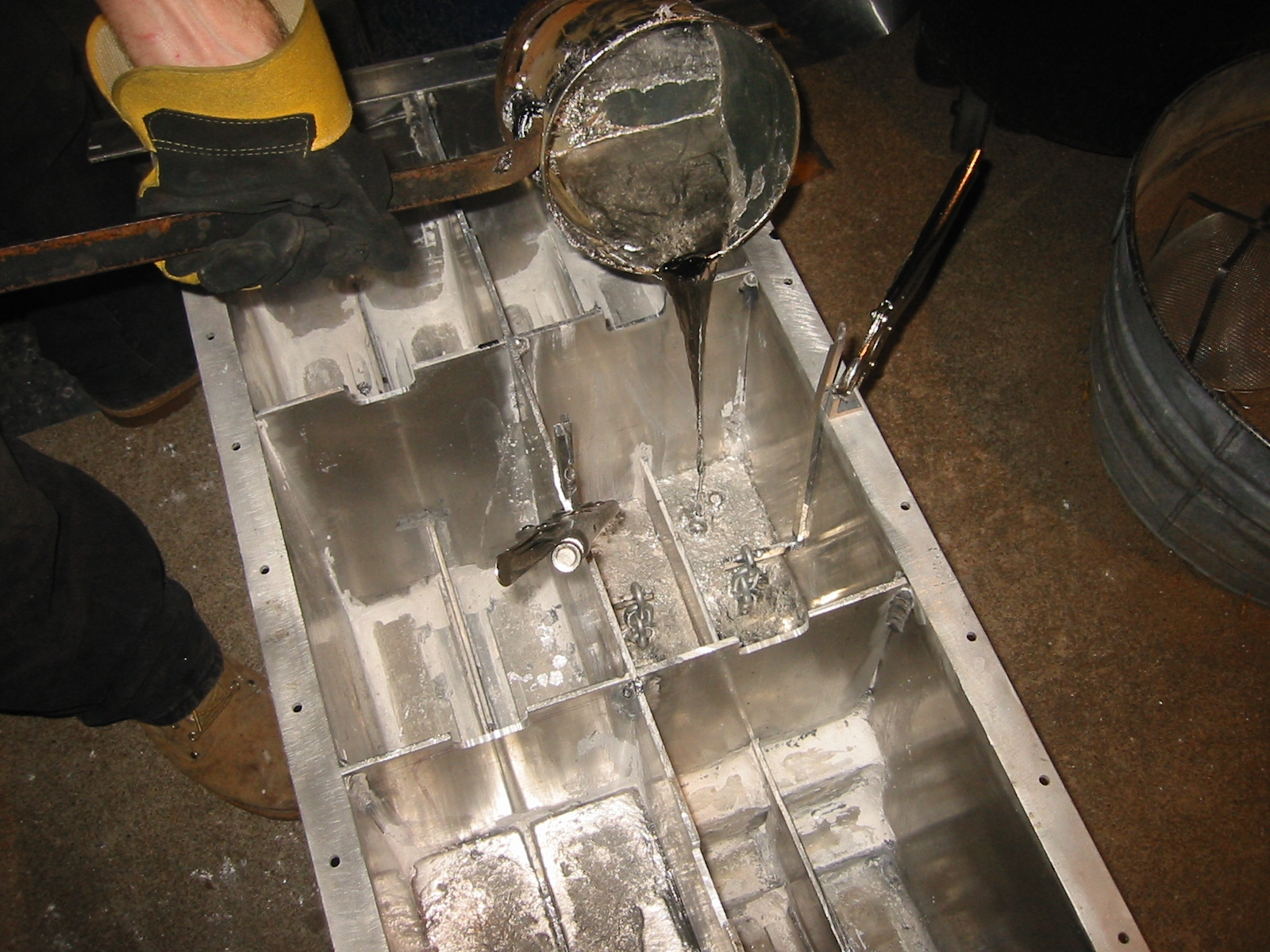 (3) Pouring molten lead into the lower compartments of theballast sled.